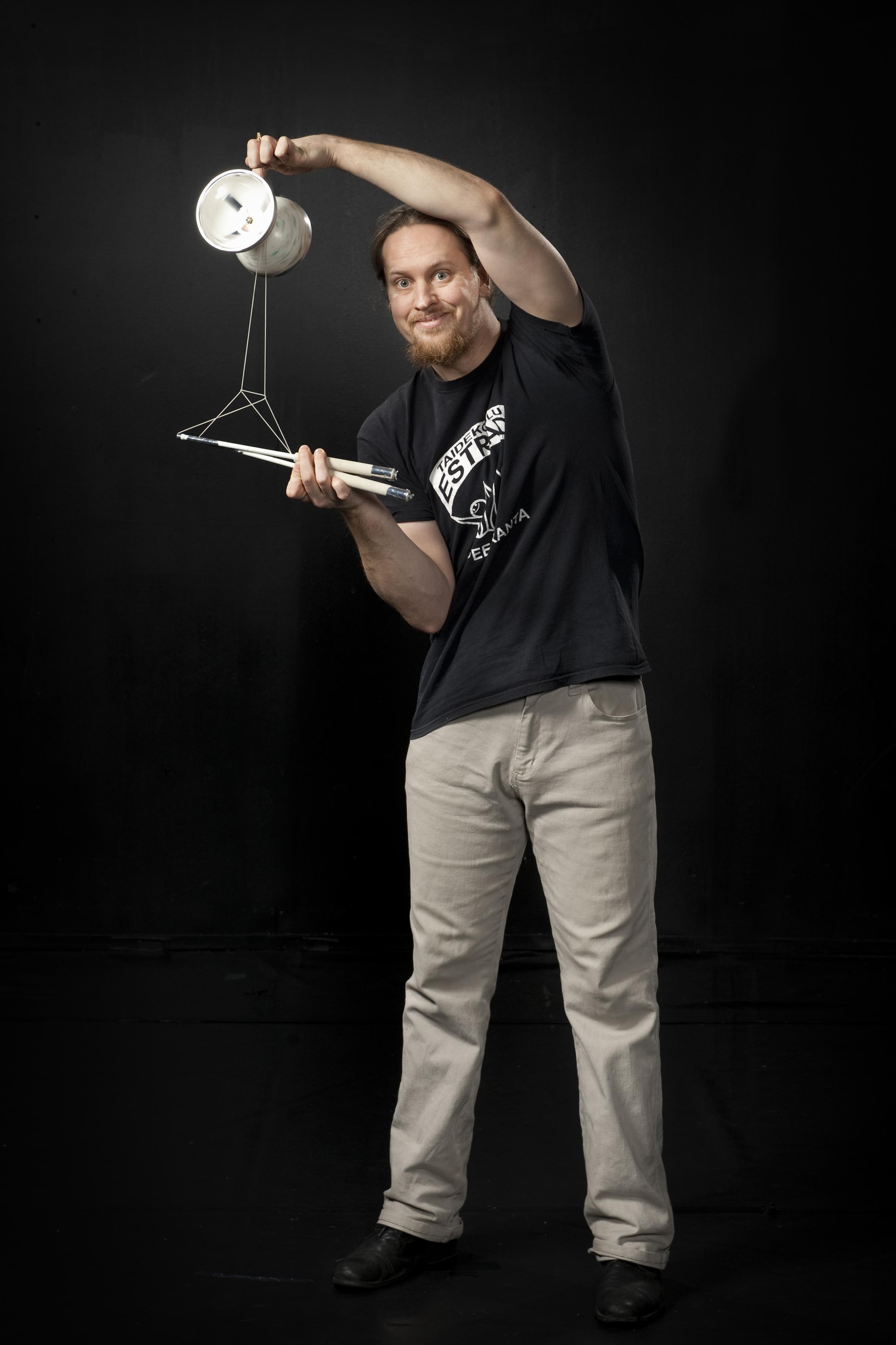 Aaro Kontio : Sirkuslinjan opettaja