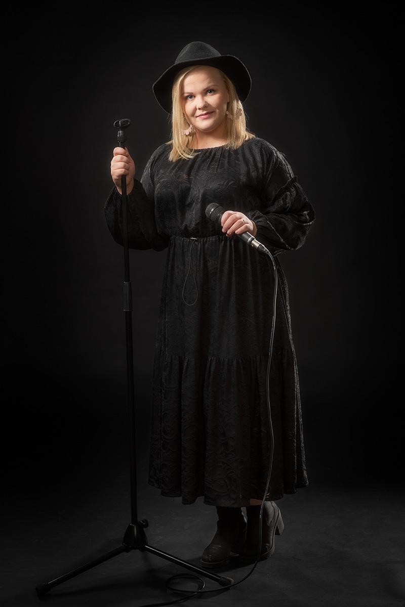 Sonja Salla : Bändilinjan opettaja: laulu